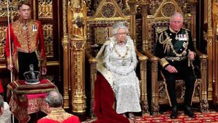 Bütün gözler Kraliçe Elizabeth'teydi... O detay dikkat çekti