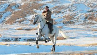 Kuzey Kore lideri Kim Jong-un'dan zirve pozu