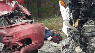 Kütahya'da minibüsler çarpıştı: 1 ölü, 15 yaralı