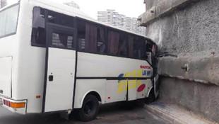 Başakşehir'de işçi servisi duvara çarptı: 8 yaralı