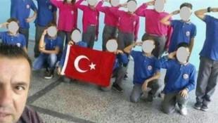 Öğrencilere asker selamı verdiren öğretmene soruşturma