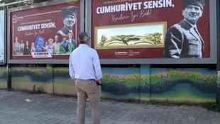 İzmir'de herkesi şaşırtan 29 Ekim billboard'u