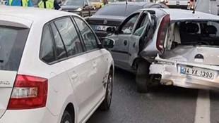 İstanbul'da trafiği kilitleyen kaza ! 5 araç birbirine girdi