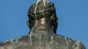 İstanbul'daki Atatürk heykelinin bu hali görenleri isyan ettirdi