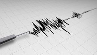 İstanbul yine sallandı! Korkutan deprem!