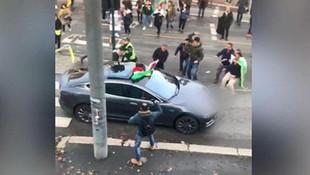 PKK'lılar Türk bayraklı otomobile saldırdı!