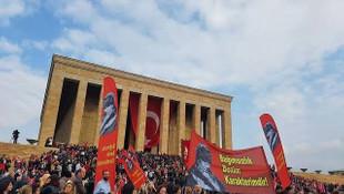 ''Cumhuriyet asla pes etmeyen yürekli topluluğun zaferidir''