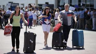 Türkiye'ye ''milliyetsiz'' turist akını