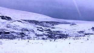 Kar erken düştü: Her yeri beyaza bürüdü !