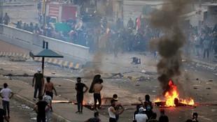 Irak'ta ortalık karıştı! Eylemciler sokakları birbirine kattı