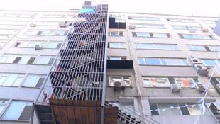 İstanbul'un çıkışı olmayan yangın merdivenleri kamerada
