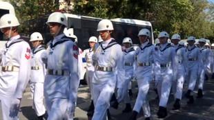 Soner Polat'ın cenazesinde askerlerin düzensiz yürümesi olay oldu