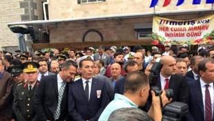 Şehit cenazesinde gülen vekil, sosyal medyayı ayağa kaldırdı