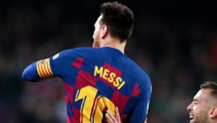 Messi'den 50'nci frikik golü