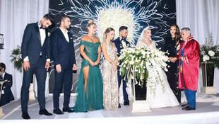 Selin Ciğerci'nin düğününde dekolteler yarıştı