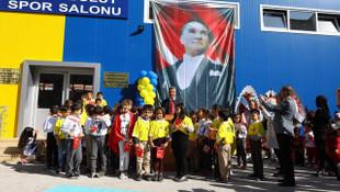 Sadettin Saran 19. spor salonu olan Emine Bulut Spor Salonu'nu açtı