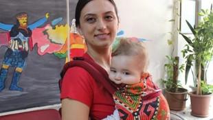 Bebeğiyle zeybek oynayan anne Türkiye'nin ilgi odağı oldu