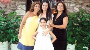 Bergüzar Korel'in ablası Zeynep Korel: 30 yaşında annemden dayak yedim