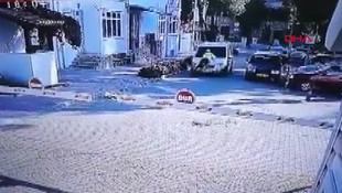 Aracının kaputuna atlayan polisle 2 km yol gitti