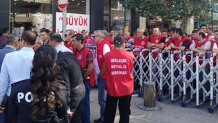 İşçiler AK Parti il binasına yürümek istedi: Polis durdurdu