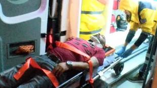 Kendisini kurtarmaya gelen sağlık görevlilerine bıçak çekti