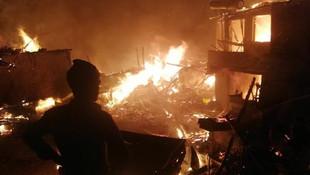 Çorum'da yangın faciası: 9 ev yandı