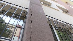 Rezalet! İstanbul'da öğrencileri hasarlı okula çağırdılar!
