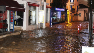 Bodrum'un sokaklarını sel götürdü