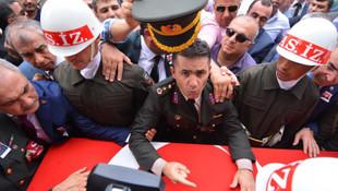 Yarbay Mehmet Alkan'a ''Reis senden özür bekliyor'' notu