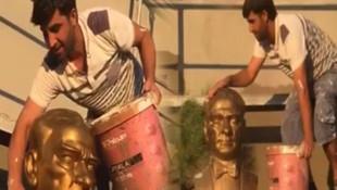 Atatürk büstünü elleriyle yıkadı