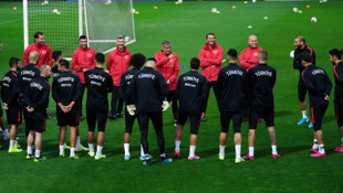 A Milli Futbol Takımı'nda Emre Belözoğlu takımla çalıştı