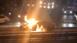 İstanbul'da lüks araç alevlere teslim oldu