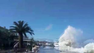 Büyükada'da ''tsunami'' paniği ! Dalgalara kapılan kişi ölümden döndü