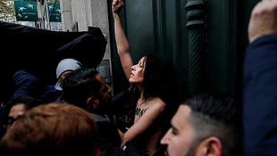 İslami protestoda üstsüz eylemci şaşkınlığı