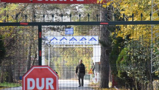 Türkiye sınır dışı etti, Yunanistan kabul etmedi ! Sınırda şok görüntü !