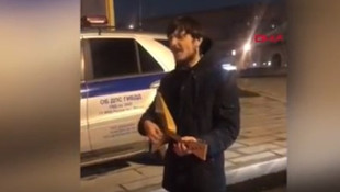 Ceza yazan polise balalayka ile konser verdi