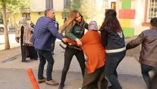 HDP önünde gerginlik: Camları kırıldı !