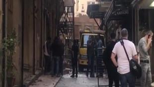 Beyoğlu'nda duvar çöktü, 1 kişi enkaz altında kaldı
