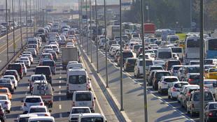 İstanbul'dan ''ara tatil kaçışı'' başladı ! Trafik felç...