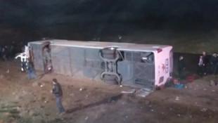 Aksaray'da yolcu otobüsü devrildi: 1 ölü, 20 yaralı
