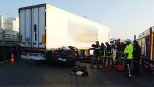 Otomobil, TIR'ın altına girdi: 3 ölü, 1 ağır yaralı