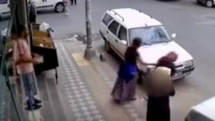 İstanbul'da akıllara durgunluk veren hırsızlık kamerada