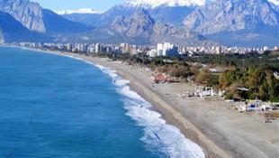 Konyaaltı sahili alarm veriyor ! 10 ayda 10 bin metrekare eridi