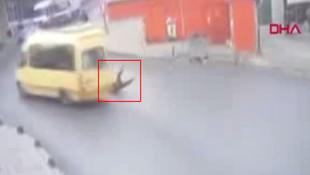 İstanbul'da korkunç olay kamerada! Minibüsün kapısı açık kalınca...