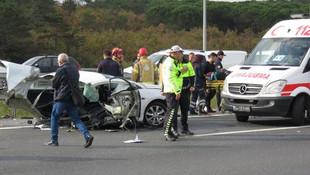 TEM'de dehşete düşüren kaza ! Otomobil ikiye bölündü