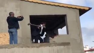 CHP'li Aykut Erdoğdu evini balyozla böyle yıktı