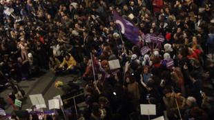 Taksim'de kadınların yürüyüşüne polis müdahalesi