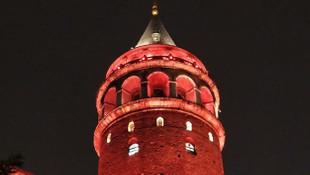 İstanbul'un simgeleri ''Turuncu''ya büründü