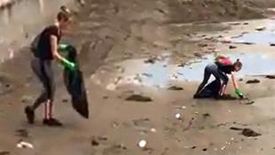 İngiliz turist sahilde çöp topladı