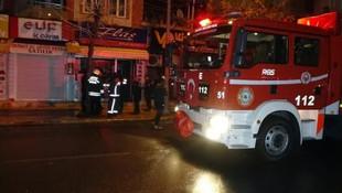 Geceyarısı büyük panik: Bina tahliye edildi, cadde trafiğe kapatıldı